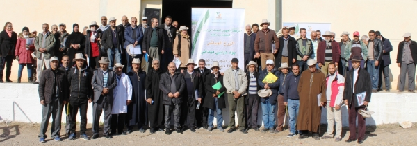 المشاركون في اليوم الدراسي حول الزرع المباشر (114 دجنبر 2017 بالضيعة التجريبية بالضويات)