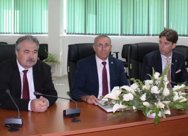 Messieurs le Vice Ministre hongrois de l'agriculture, le Directeur de l'INRA et l'Ambassadeur de Hongrie au Maroc (INRA Meknès, 20 avril 2017)