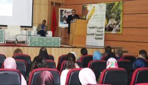 Dr Rachid Mrabet (DS -INRA) présentant la stratégie INRA pour l'adaptation de l'agriculture au changement climatique. A gauche Dr Abdellah Aboudrar (ENA Meknès) président de la session 1 du séminaire