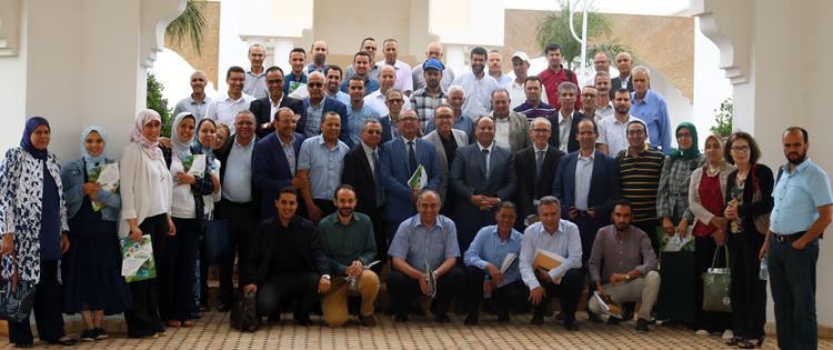 Photo collective des ParticipantEs à la journée « Les cartes de vocation des terres et de fertilité des sols : des outils d'aide à la décision pour une agriculture durable face au changement climatique », Meknès 27/06/2019