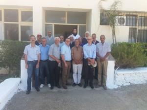 Dr Bekkaoui (Directeur INRA) et Dr Bentaïbi (Chef du CRRA Meknès) avec le personnel du DE de Douyet